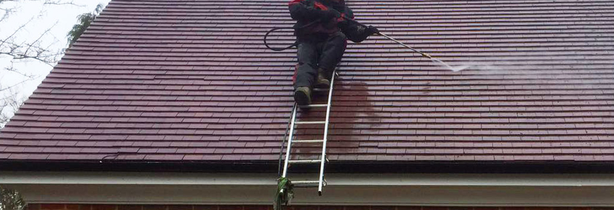 pressure washing {{location}} roofs